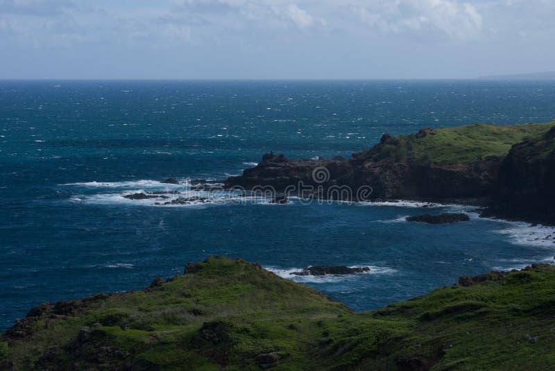 Härliga sikter av den Maui norrkusten som tas från den berömda slingriga vägen till Hana Maui Hawaii royaltyfri foto