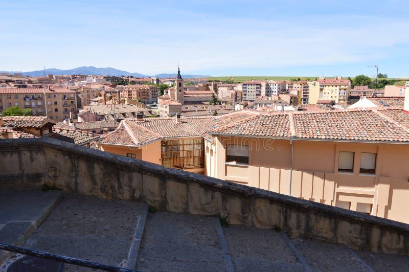 Härliga sikter av den nya staden av Segovia Arkitekturhistorielopp royaltyfri bild