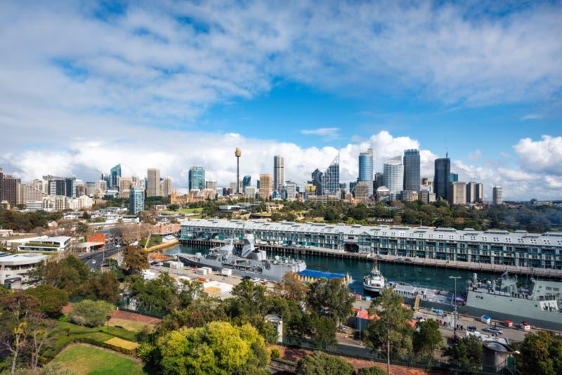 Härliga sikter från ovannämnt av Sydney City och den Woolloomooloo fjärden royaltyfri fotografi