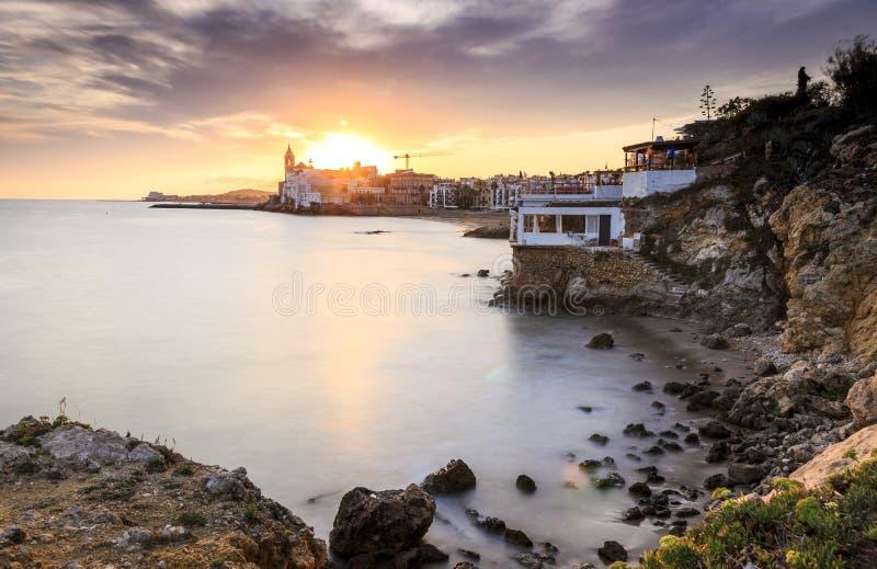 Härliga Sitges på solnedgången, Catalonia, Spanien royaltyfri foto