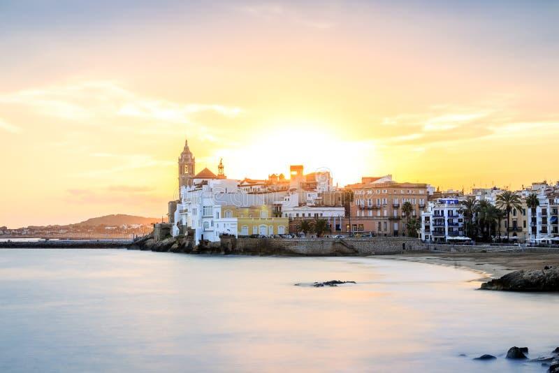 Härliga Sitges på solnedgången, Catalonia, Spanien arkivfoton