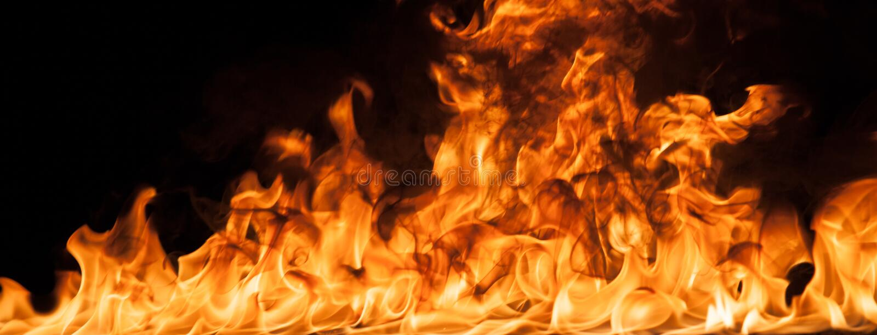 Härliga stilfulla brandflammor royaltyfri foto