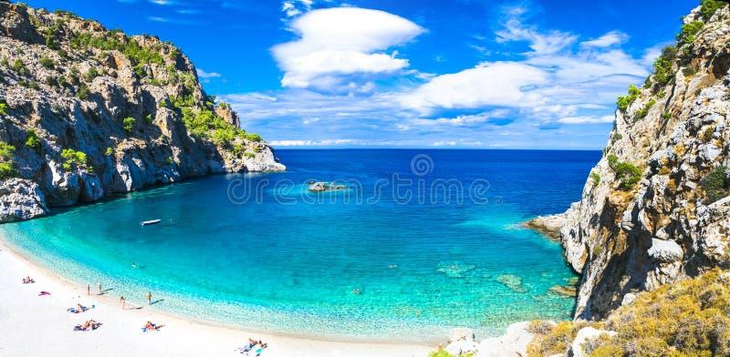 Härliga stränder av Grekland - Apella, Karpathos ö royaltyfri foto