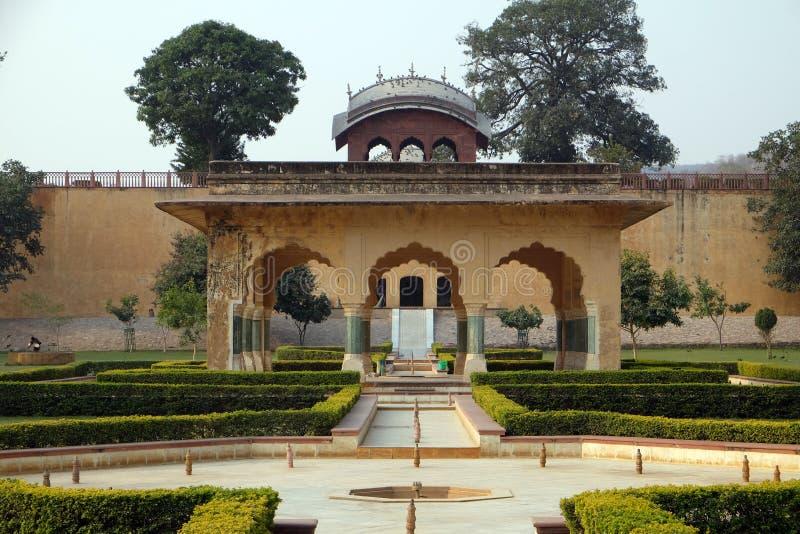 Härliga trädgårdar i Amber Fort, Jaipur royaltyfri bild