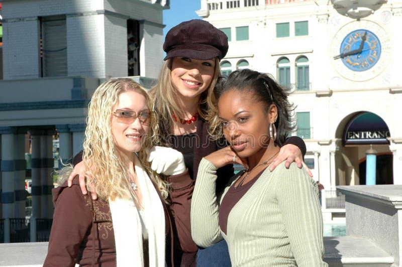 härliga tre kvinnor royaltyfri bild