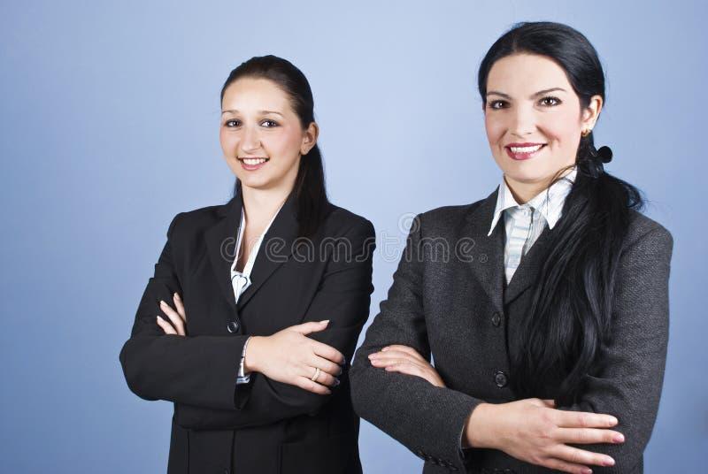 härliga unga affärskvinnor arkivfoton