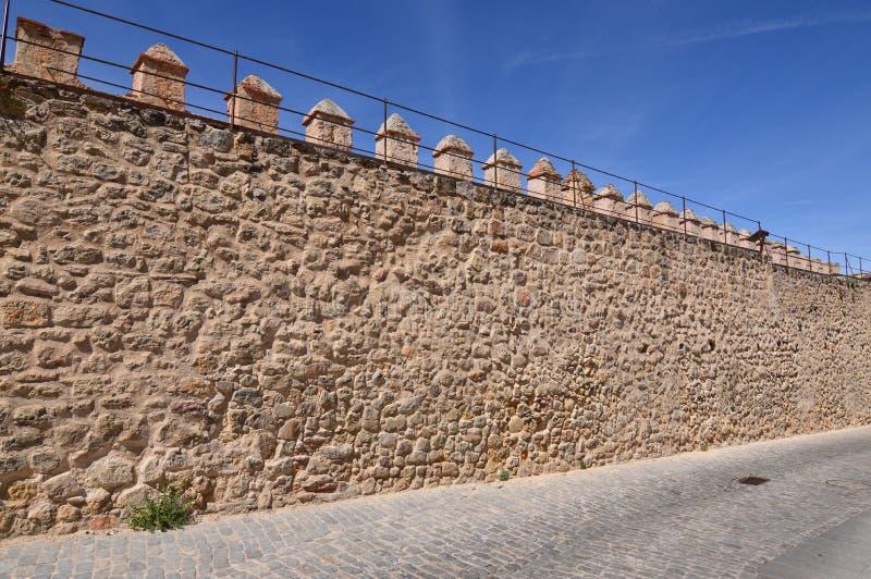 Härliga väggar i den Walled staden av Segovia Arkitekturhistorielopp fotografering för bildbyråer