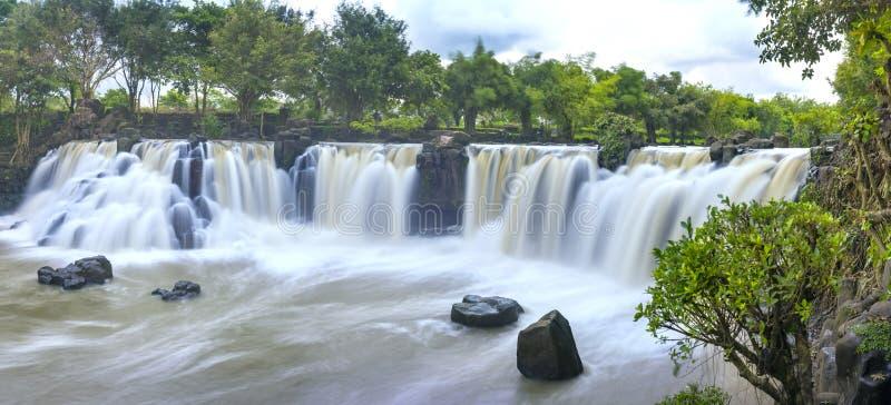 Härliga vattenfall i Ecotourism arkivbilder