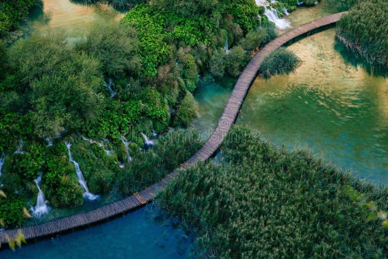 Härliga vattenfall i Plitvice sjöar, nationalpark av Kroatien royaltyfri foto