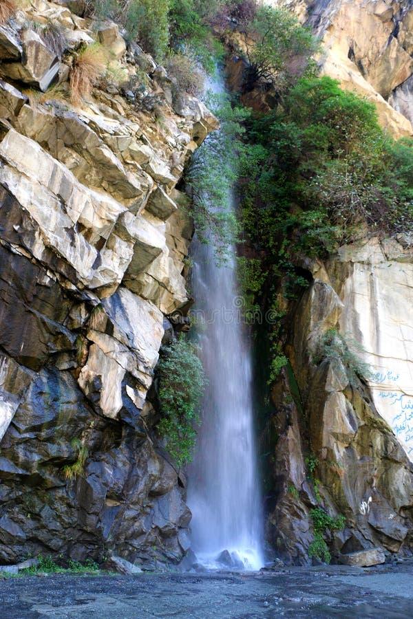 Härliga vattenfall | Liten Waterfals ström arkivfoton