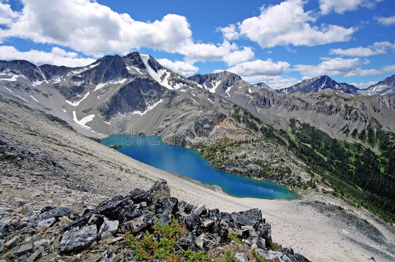 Härliga Viola Lake in F. KR., Kanada arkivbilder