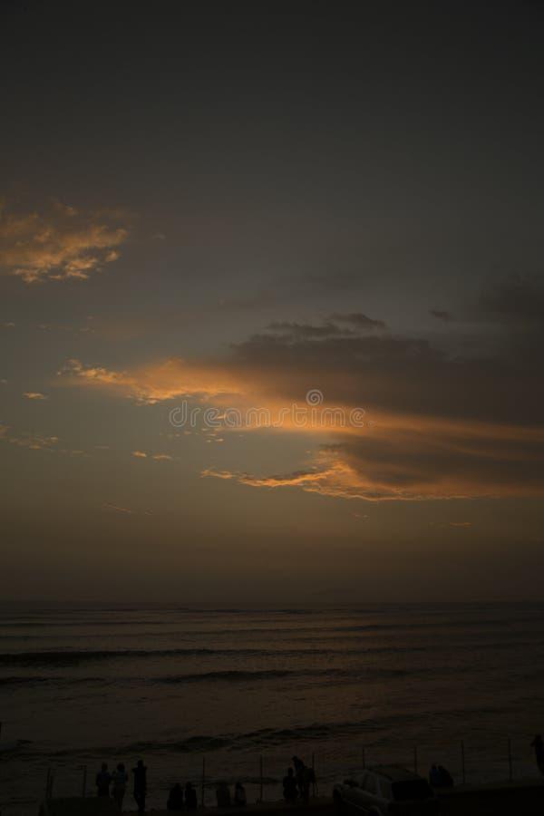 härligt över havssolnedgång royaltyfria foton