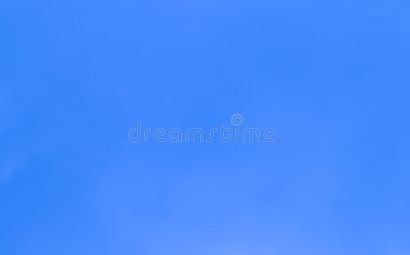 Härligt abstrakt moln och klar för landskapnatur för blå himmel bakgrund och tapet arkivbilder