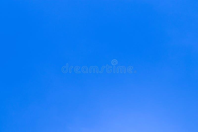 Härligt abstrakt moln och klar för landskapnatur för blå himmel bakgrund och tapet fotografering för bildbyråer
