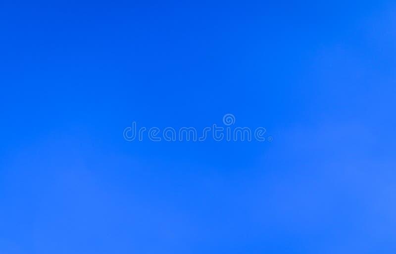 Härligt abstrakt moln och klar för landskapnatur för blå himmel bakgrund och tapet arkivbild