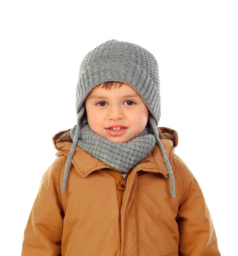 Härligt barn med det ullhalsduken och laget royaltyfria foton