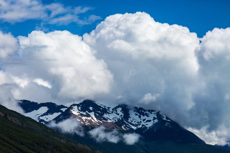Härligt berglandskap av Patagonia royaltyfria foton