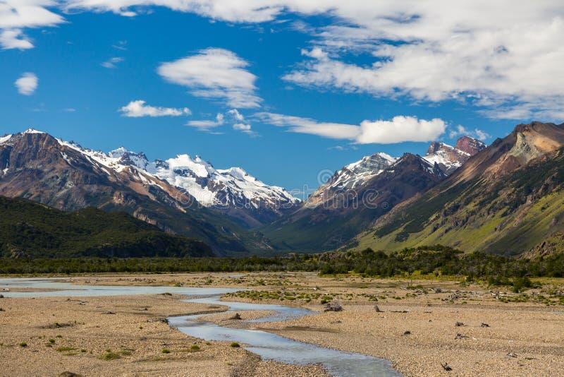 Härligt berglandskap av Patagonia royaltyfri fotografi