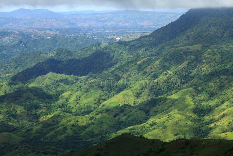 Härligt berglandskap i Phutabberk Phetchabun, Thailand royaltyfri fotografi