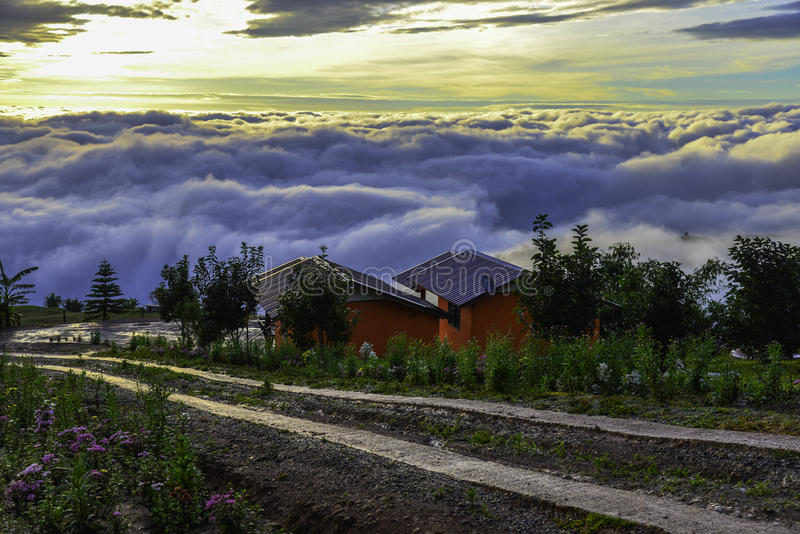 Härligt berglandskap i Phutabberk Phetchabun, Thailand fotografering för bildbyråer