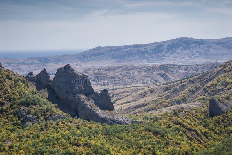 Härligt berglandskap i solig dag royaltyfria foton