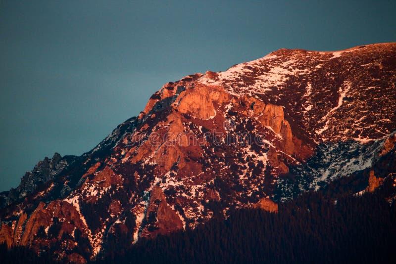 Härligt berglandskap under vinter arkivbilder