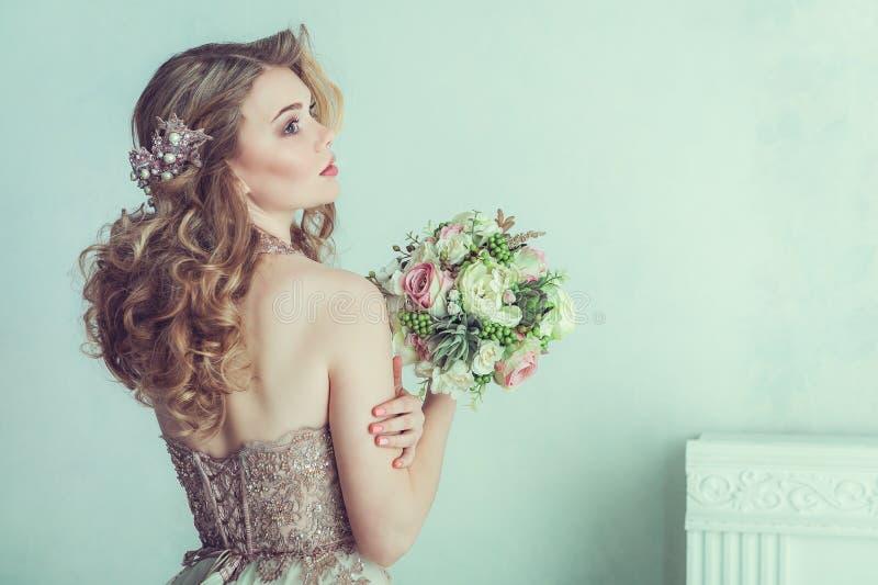 härligt brudklänningbröllop arkivbilder