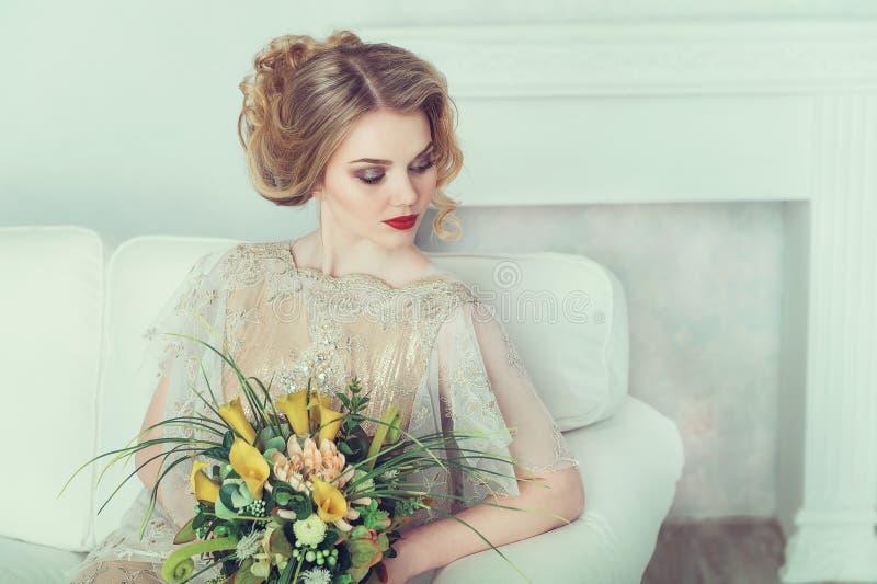 härligt brudklänningbröllop royaltyfria bilder
