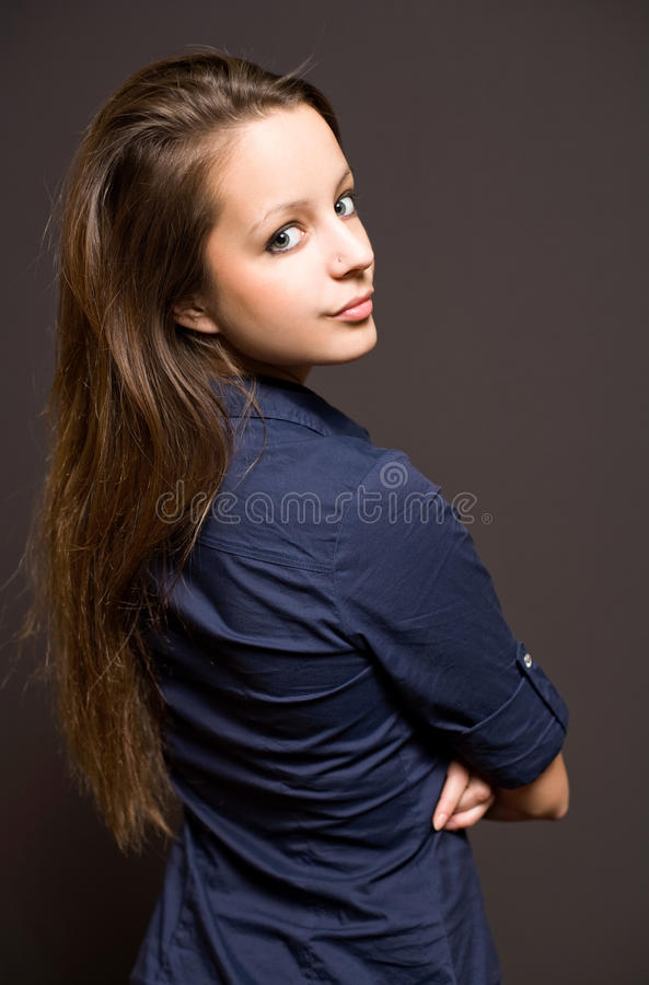 härligt brunettkvinnabarn royaltyfria foton