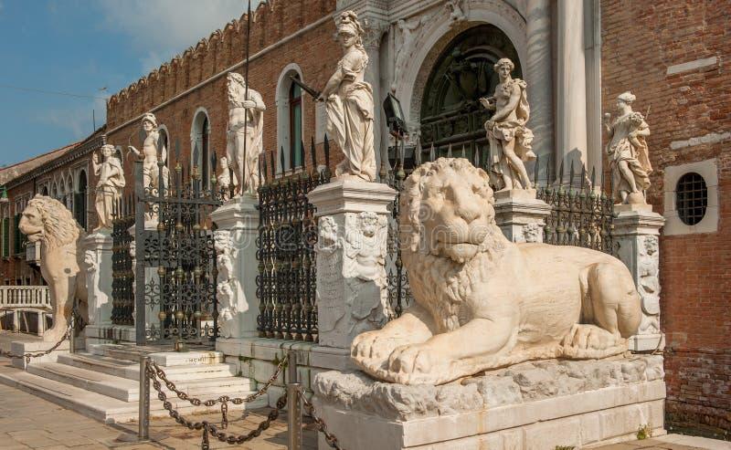 Den Porta magnaen på den Venetian arsenalen, Venedig, Italien royaltyfri foto
