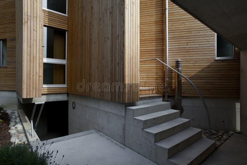 härligt ecologic hus royaltyfri fotografi
