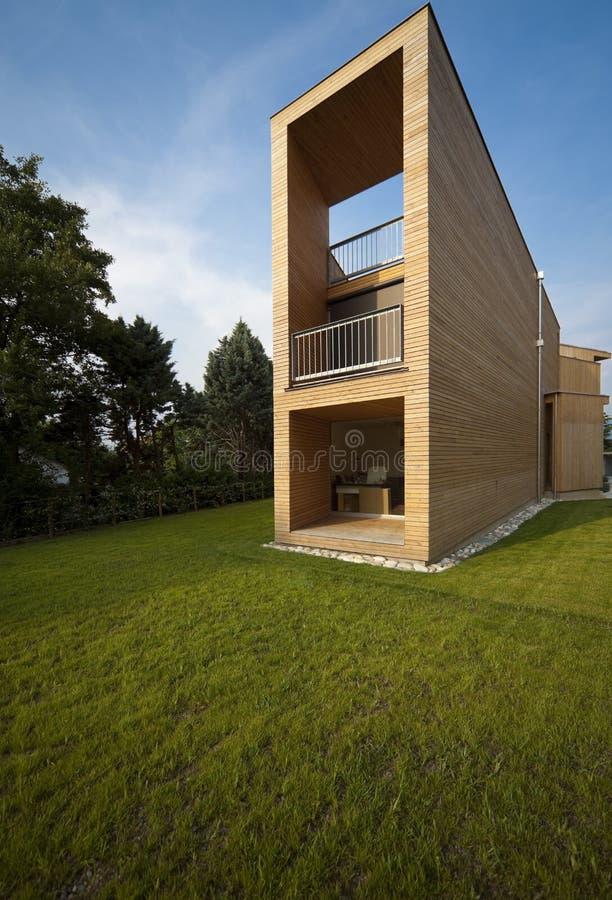 härligt ecologic hus fotografering för bildbyråer
