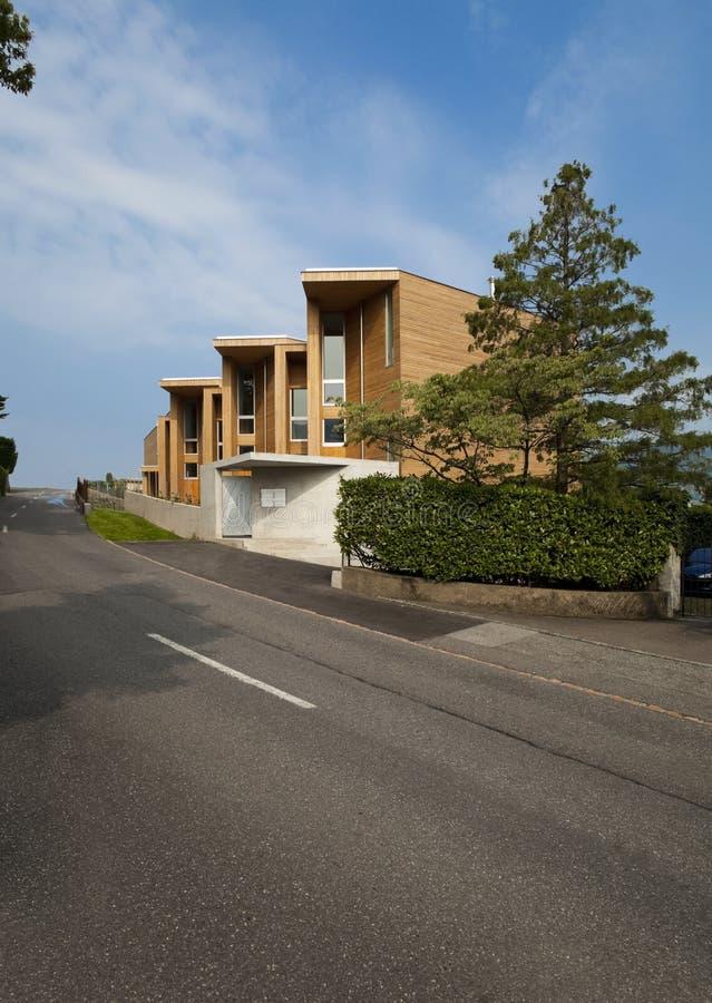 härligt ecologic hus royaltyfria bilder