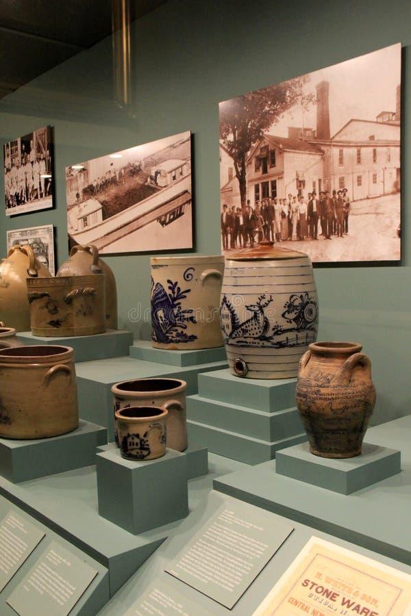 Härligt exempel av den tidiga amerikanska stengodset, Albany statligt museum, New York, 2016 arkivbilder