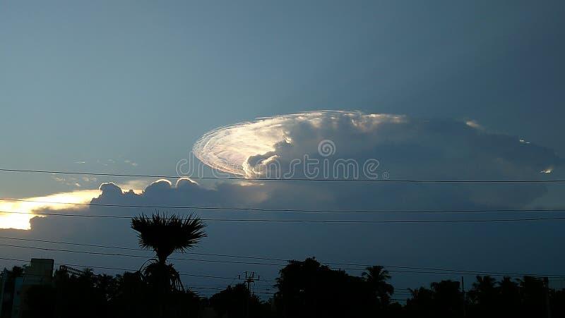 Härligt & färgglat moln i himlen royaltyfri foto