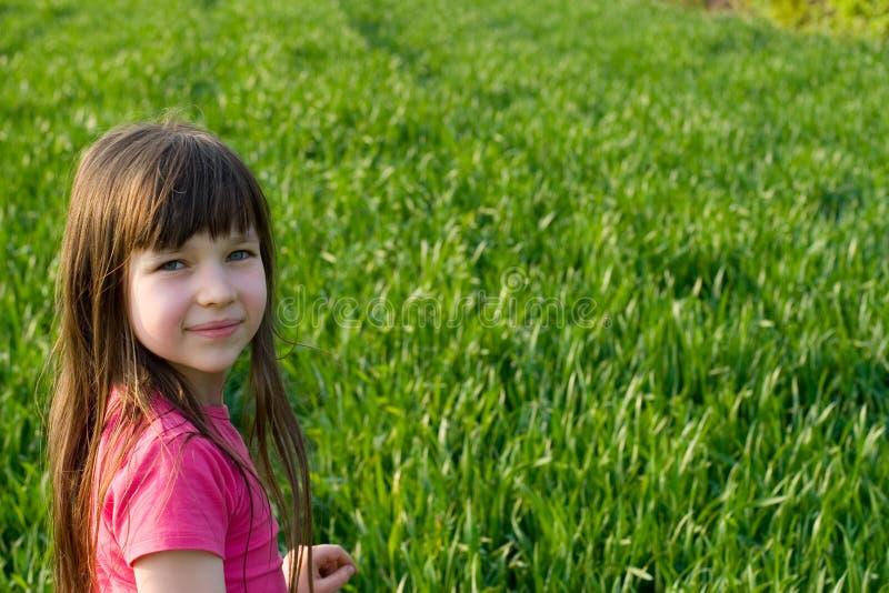 härligt för flicka barn utomhus royaltyfri foto