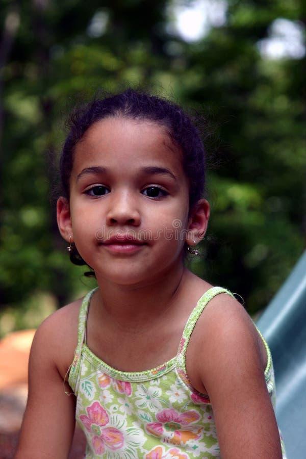 härligt flickabarn arkivfoto