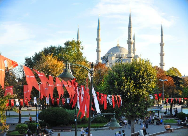 Härligt gatafoto av Istanbul Turkiet, för besökarkitektur för blå moské turist- begrepp fotografering för bildbyråer