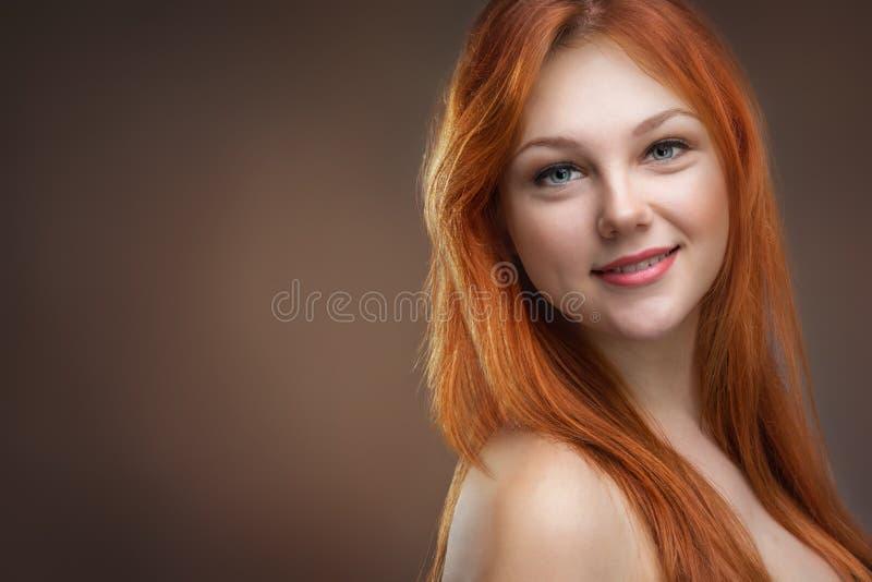 härligt haired rött kvinnabarn arkivbilder