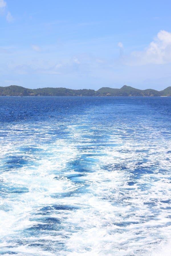 Härligt hav av den Chichijima ön arkivfoto