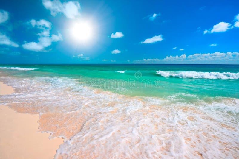 härligt hav för strand royaltyfria foton