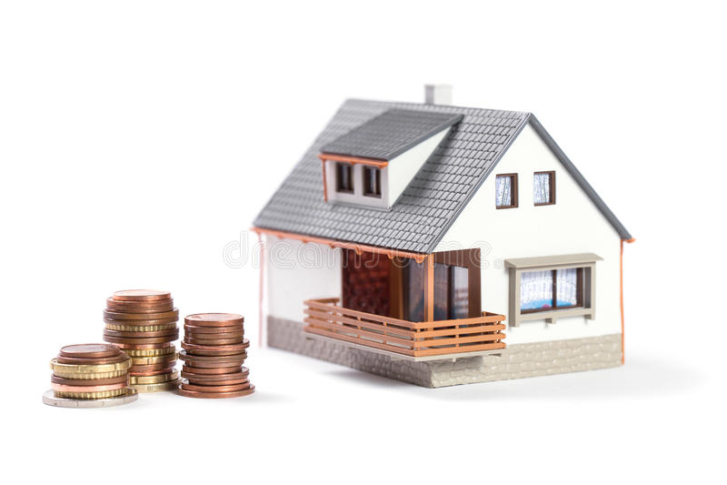Härligt hus med mynt. arkivbilder