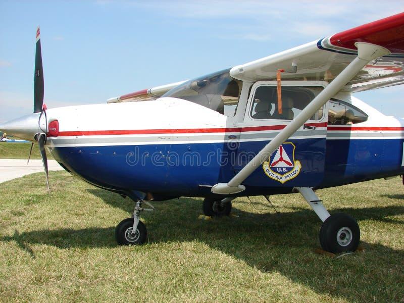 Härligt klassiskt Cessna 182 Skylane för borgerlig luftpatrull flygplan arkivfoton
