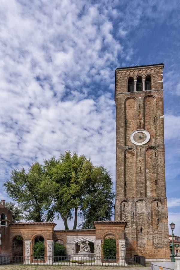 Härligt klockatorn i den Murano ön, venice, Italien fotografering för bildbyråer