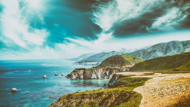 Härligt kustlinjelandskap av stora Sur, Kalifornien i sommar s arkivfoton
