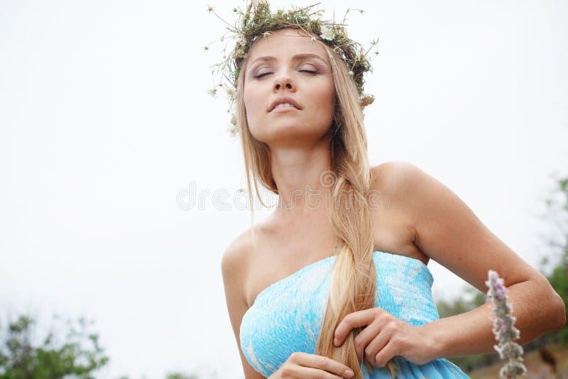 härligt kvinnabarn royaltyfri fotografi