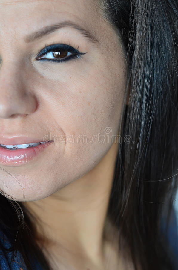härligt kvinnabarn för blått öga arkivbilder