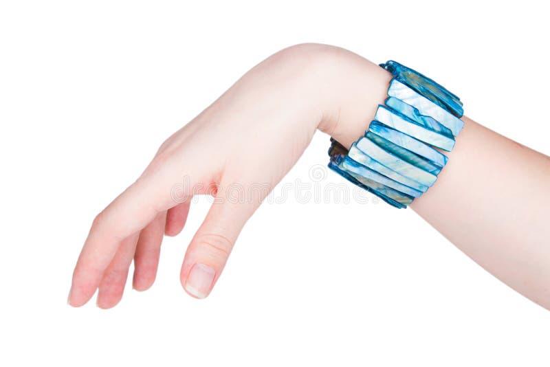 Härligt kvinnligt armband arkivbild
