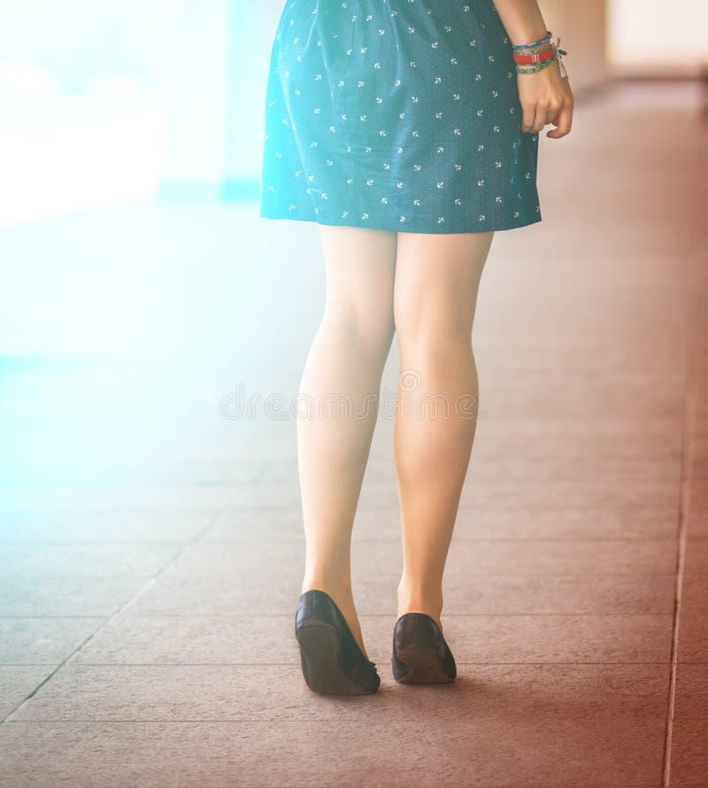 Härligt kvinnors ben arkivfoto