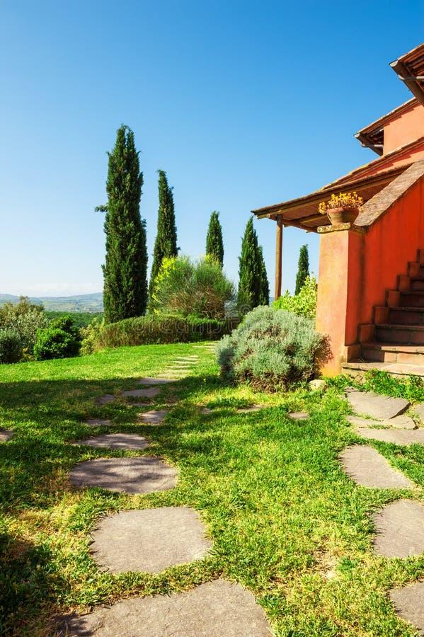 Härligt landshus i Tuscany, Italien royaltyfri foto